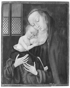 Maria met kind aan de borst staand in een interieur