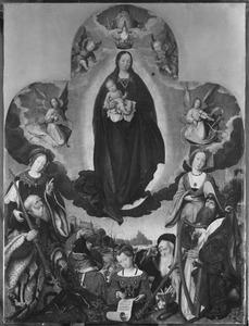 Maria met kind staande op de maansikkel en omringd door sibillen en profeten