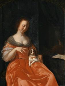 Een jonge vrouw die haar schoothondje plaagt