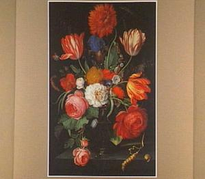 Boeket bloemen in en glazen vaas
