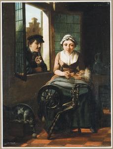 Spinnende jonge vrouw in een interieur, met een jongen man die door het raam leunt