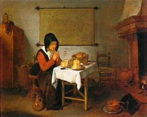Biddende oude vrouw aan tafel