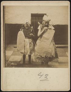 Portret van twee meisjes op Hartjesdag