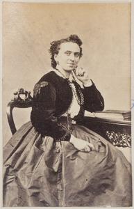 Portret van een vrouw uit familie De Jonge of uit familie De Lange