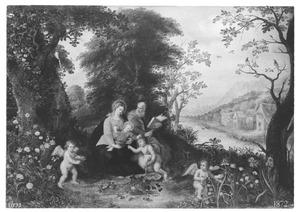De H. Familie met Johannes de Doper als kind met engelen in een boslandschap