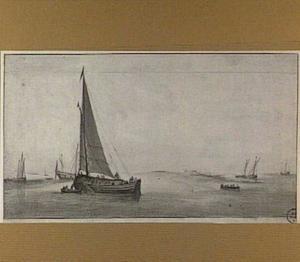 Zeilschepen en een zeilboot op kalme zee voor een kust
