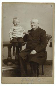 Portret van Rudolph Pabus Cleveringa (1822-1900) en zijn kleinzoon Rudolph Pabus Cleveringa (1894-1980)