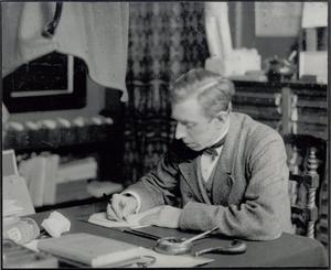 H.P. Bremmer in zijn werkkamer, ca. 1906