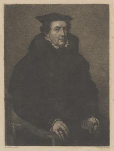 Portret van een zittende man met handschoenen in de hand