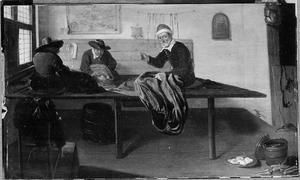 Kleermaker en twee assistenten in het atelier
