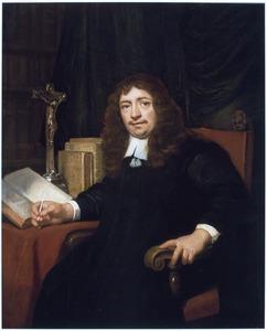 Portret van een man bij een crucifix, gezeten aan een tafel
