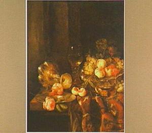 Stilleven met fruit, twee rozen, een horloge, roemer en