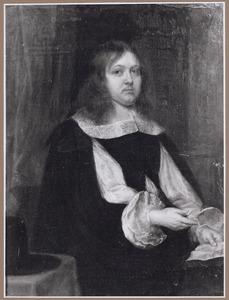 Portret van een man, zittend naar rechts