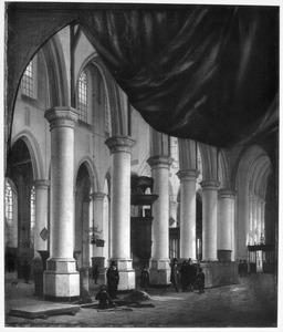 Interieur van de Nieuwe Kerk in Delft met een trompe-l'oeil geschilderd gordijn