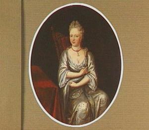 Portret van een vrouw, zittend bij een tafel