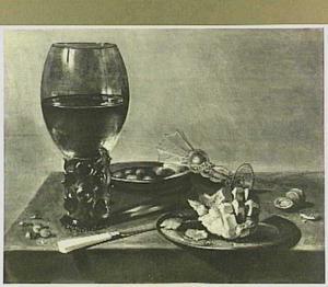 Stilleven met roemer, glas façon de Venice, brood en olijven