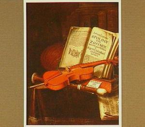 Vanitasstilleven met klassieke literatuur en muziekinstrumenten op een tafel