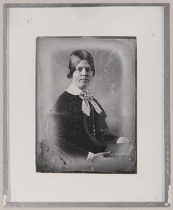 Portret van een vrouw, waarschijnlijk Breghje Agatha Alexandrine Kluppel (1826-1859)