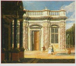 Elegant paar met een page bij een fontein op de binnenplaats van een paleis