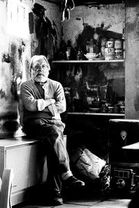 Portret van Gerrit Benner in zijn atelier