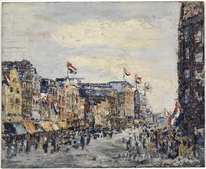 Utrecht, de noordzijde van Vredenburg gezien in de richting van de Lange Viestraat; geheel rechts een gedeelte van het 1e Jaarbeursgebouw (Vredenburg)