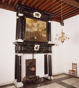 Classicistische schoorsteen met schildering