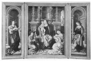 De H. Catharina (links); Maria met kind en twee musicerende engelen (midden); de H. Agnes (rechts)