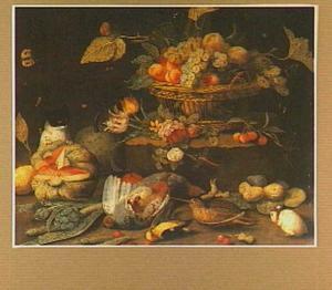 Vruchtenstilleven met bloemen, dode vogels, insekten , een kat en een cavia