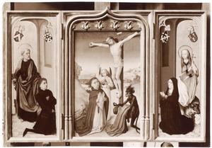 De H. Petrus met Pieter van de Woestyne (links), de gekruisigde Christus tussen een engel en een duivel en een knielende monnik (midden), de H. Margaretha met Margaretha de Gruuthuuse (rechts)