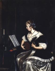 Jonge luitspelende vrouw