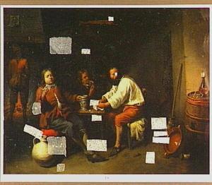 Drinkende en rokende mannen rond een tafel in een herberg