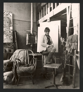 Lotti van der Gaag in haar (werk)atelier in de Rue Veringétorix