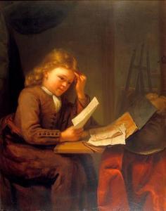 Jonge tekenaar aan een tafel