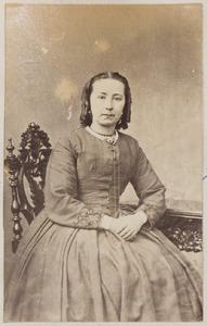 Portret van de echtgenote of een dochter van Jelmer Tichelaar (...-...)