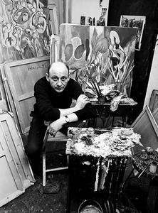 Portret van Theo Wolvecamp in zijn atelier