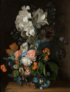 Boeket met lelies en rozen in een glazen vaas