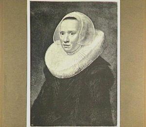 Portret van een vrouw met boogjesmuts