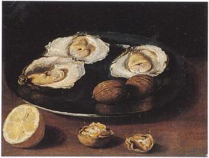 Stilleven met oesters en walnoten