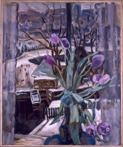 Vaas met tulpen voor venster