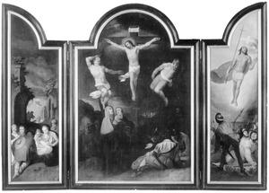 De aanbidding van de herders (links), de kruisiging (midden), de opstanding (rechts)