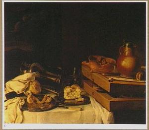 Stilleven met een triktrakspel, een vuurtest, tinnen borden met brood en een deels geschilde ciroen, en ander vaatwerk op een met een wit kleed bedekte een tafel