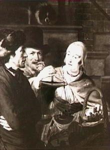 Een vrouw weegt druiven voor twee heren