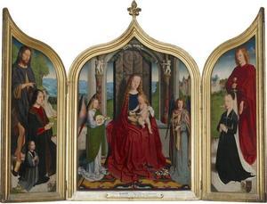 De H. Johannes de Doper met Juan de Sedano en zijn zoon (links), Maria met kind en musicerende engelen (midden), de H. Johannes de Evangelist met de echtgenote van De Sedano (rechts) (op de buitenzijden van de luiken: Adam en Eva)
