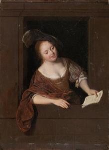 Jonge vrouw zingend in een venster