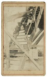 Henri Logeman (1862-1936) en Dina Samuela van der Willigen (1864-1925) op de trap van het huis van Cyriel Buysse