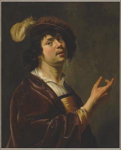 Jonge man met een donkerrode mantel en baret