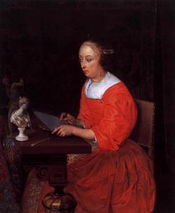 Jonge vrouw die een beeldje natekent