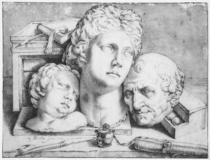 Stilleven met twee gipsafgietsels van klassieke bustes, een portret van een oudere man en teken- en graveerinstumenten