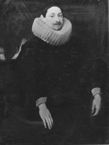 Portret van een man met een grote plooikraag