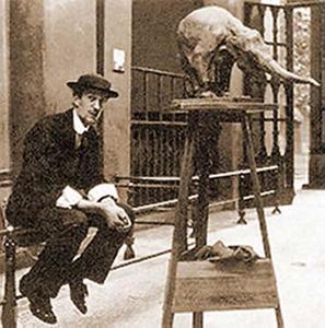 Rembrandt Bugatti in de dierentuin met zijn beeld van een Aziatische olifant